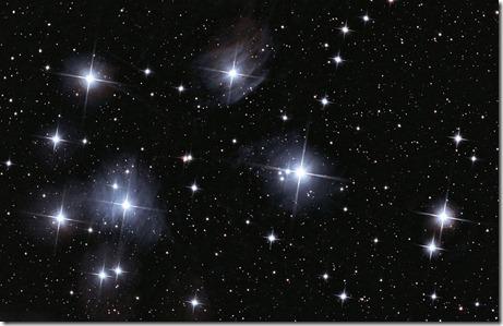 1024px-The_Pleiades_(M45)
