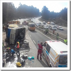 ER24 paramedics reported that 48 children have been injured in the crash' which forced the closure of the N3 northbound carriageway. Image IPSS MEDICAL RESCUE